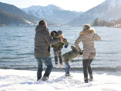 Ein Wintermärchen in weiß-blau, Familienfotos am Tegernsee